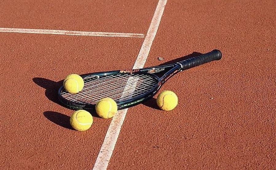 Czemu zawodowi gracze lubią obstawiać tenis na żywo na zakładach bukmacherskich ? Dlaczego My również polecamy obstawianie tenisa ziemnego...